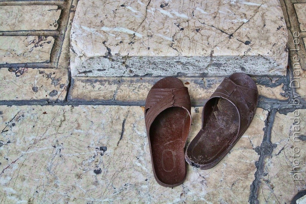 travel blogger travelling homebody photo sandals mosque sarajevo