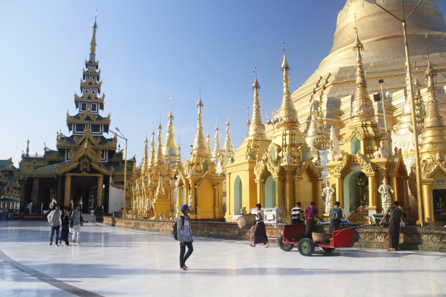Travelling Homebody - Your 24 hour guide to Yangon - Shewadagon Pagoda